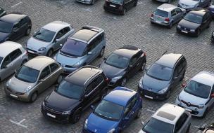 Любителей парковаться у мусорных контейнеров могут начать штрафовать