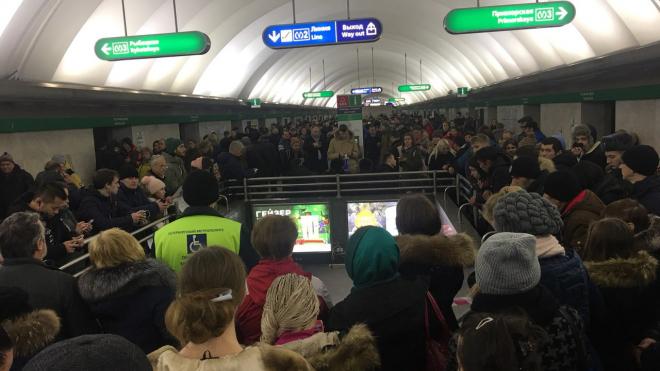 """Станция метро """"Невский проспект"""" закрыта для пассажиров"""