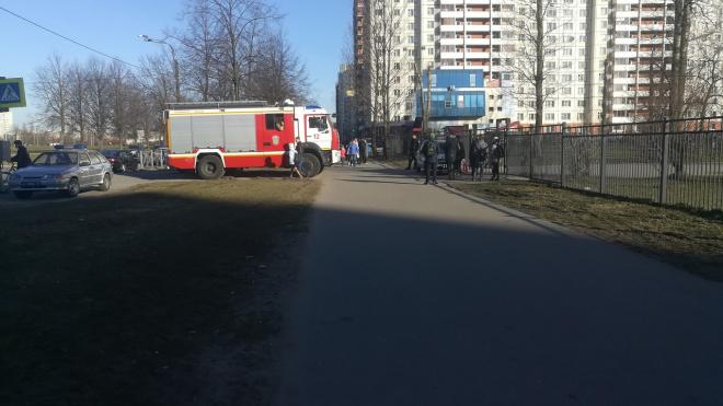 Утро четверга в Петербурге началось с массовых эвакуаций школ и судов