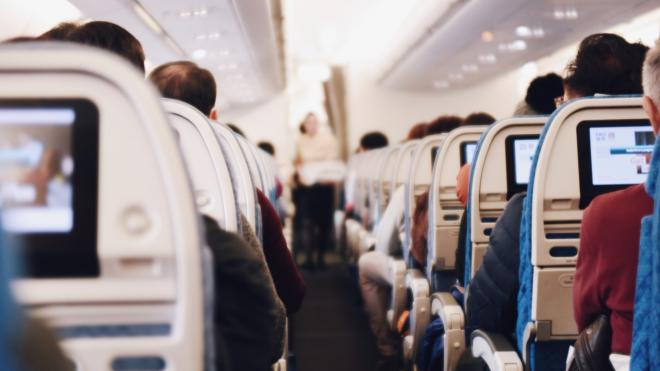Дебошир из Петербурга окажется в суде за приставание к пассажирке рейса из Дубая