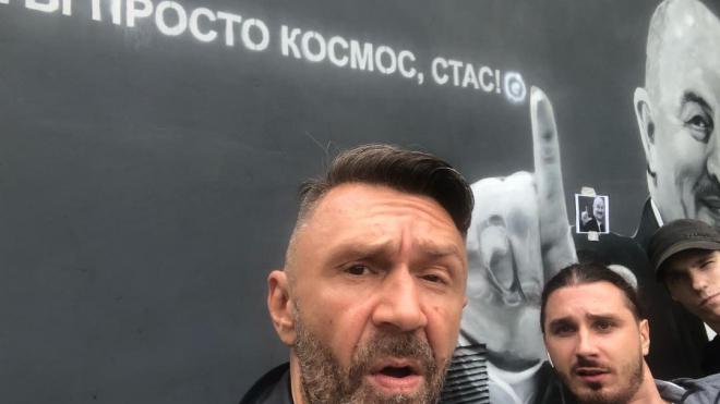В Петербурге Шнуров вместе с командой художников нарисовали граффити с Черчесовым