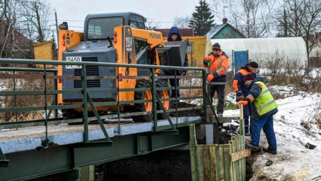 """""""Мостотрест"""" отремонтировал пешеходный мост через реку Дудергофку в Красносельском районе"""