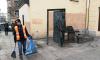 Памятник Довлатову очистили от мусора