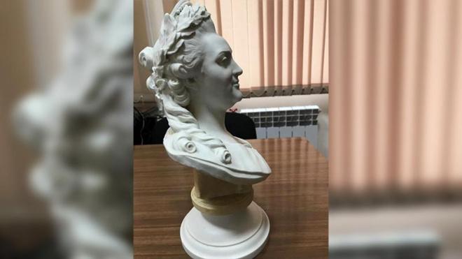 В Петербурге продают бюст Екатерины II за 400 тысяч рублей