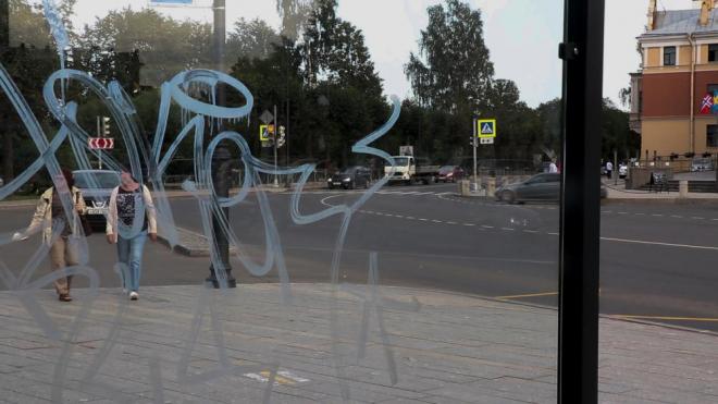 Новые автобусные остановки в Выборге стали жертвой вандалов