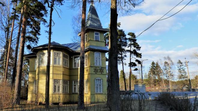 Две старинные деревянные дачи в Озерках и Лисьем Носу признали памятниками
