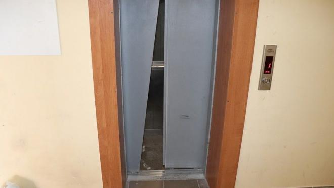 В Севастопольской новостройке упал лифт с людьми