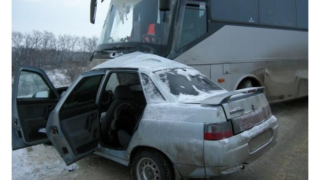 В Тульской области в ДТП с автобусом погибла 30 летняя женщина водитель легковушки(фото)
