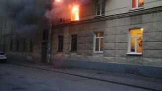 В жилом доме на Диагональной загорелась квартира на втором этаже