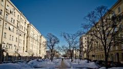 В Петербурге на уборку улиц вышли 300 дворников и 1200 единиц техники