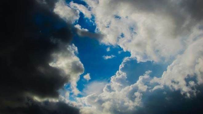 На протяжении всего воскресенья петербуржцев ожидает облачная с прояснениями погода