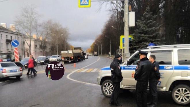 """В Подмосковье грузовик сбил на """"зебре"""" 13-летнего школьника"""