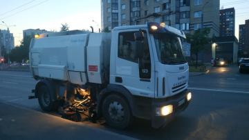 За неделю с улиц Петербурга вывезли более 200 тонн мусора