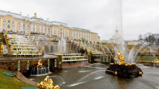 Фонтаны и парки Петергофа начнут принимать посетителей с 3 июля