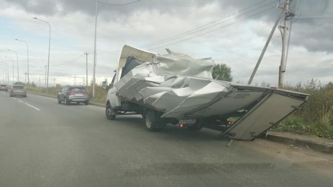 "Петербургский ""мост глупости"" поймал очередной фургон"