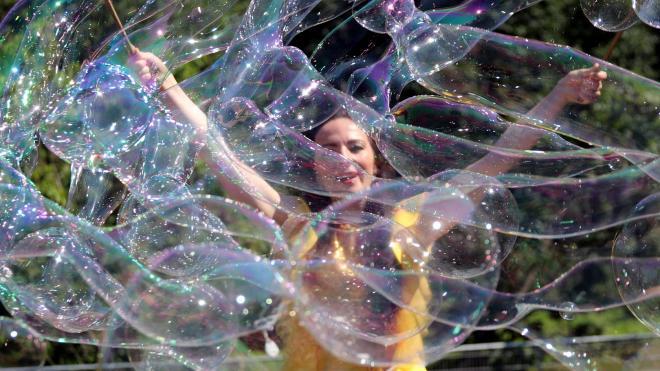 В конце августа в Петербурге пройдут фестивали красок и мыльных пузырей