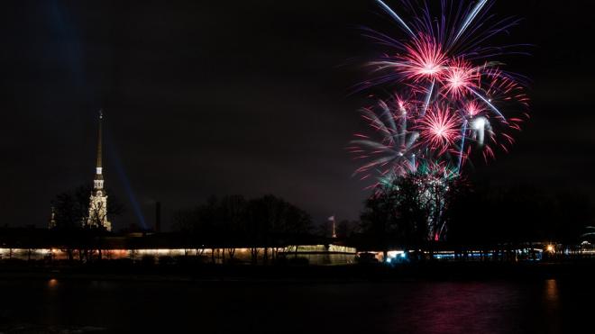 Стало известно, сколько человек встретили Новый год в центре Петербурга