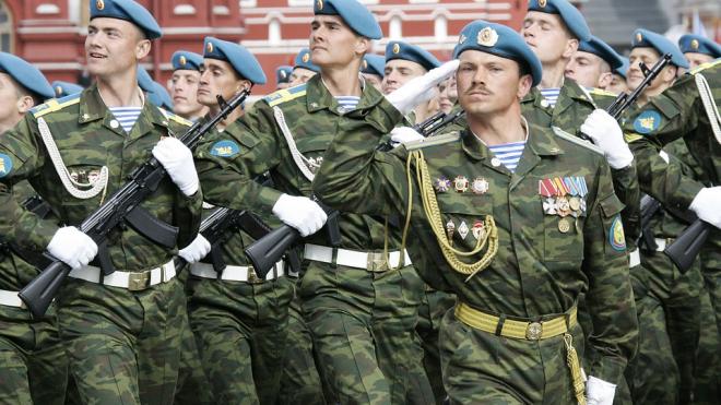 Командующий ВДВ из Крыма объяснил купания десантников в фонтанах древней традицией русичей