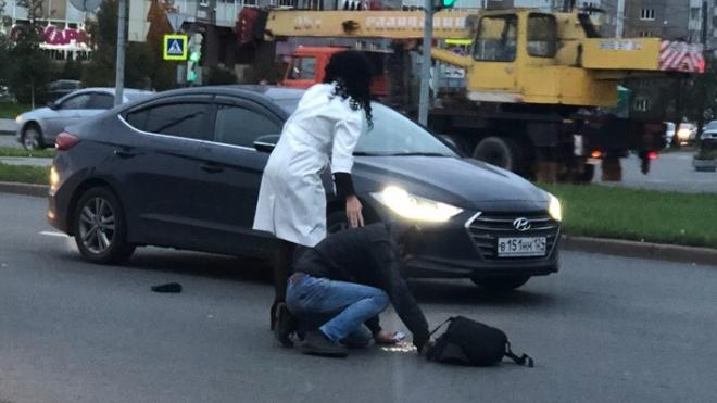 Во Фрунзенском районе автоледи наехала на пешехода и провезла его на капоте