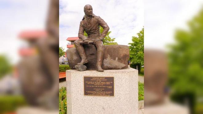 В Ситке приступили к снятию статуи Баранова с постамента