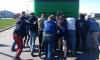 Пункт назначения: как петербуржцы толкали аварийный автобус через границу
