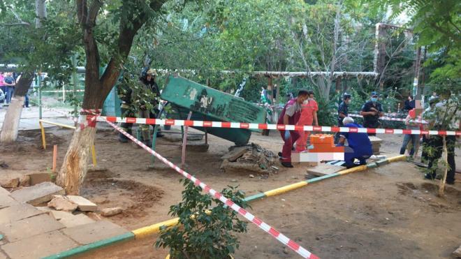 В Астрахани упавшая плита раздавила ребенка на детской площадке