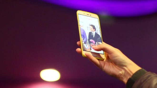 Воришка на Народной вынес из салона четыре мобильника