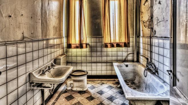 Петербургская пенсионерка упала в ванну с горячей водой и обварилась