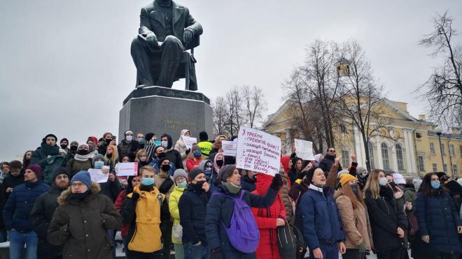 За год в Петербурге привлекли к ответственности более 100 митинговавших подростков