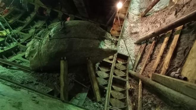"""""""Метрострой"""": огромный валун не мешает строительству коричневой ветки метро"""