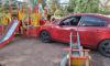 Автоледи перепутала газ и тормоз и влетела на детскую площадку на Бестужевской