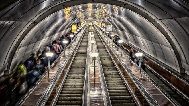 """Вход на станцию """"Площадь Восстания"""" ограничат на неделю"""
