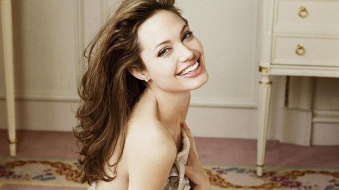 Анджелину Джоли предал родной брат