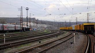 Товарный поезд под Тверью протаранил автомобиль: двое погибших