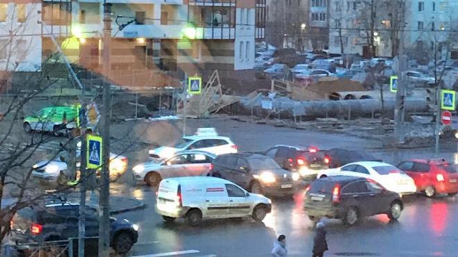 В Приморском районе из-за неисправного светофора столкнулись несколько иномарок