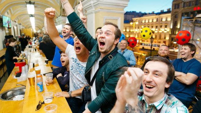 На Гостином дворе установили самую длинную барную стойку в Европе