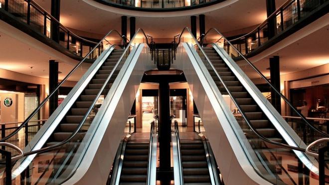 В Смольном допустили открытие торговых центров Петербурга в конце июля