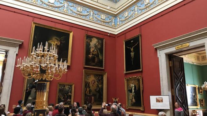 В Петербурге разрешили проводить экскурсии в музеях и парках