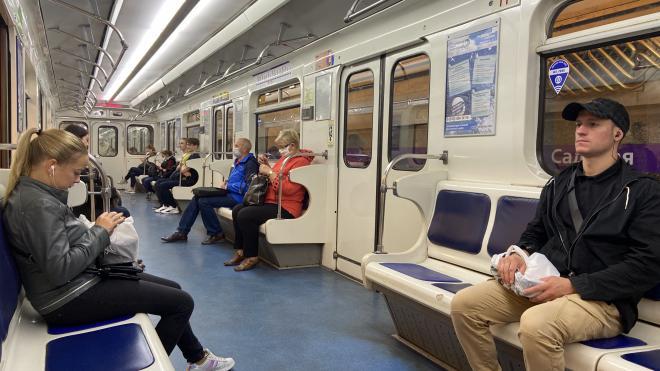 В метро Петербурга снова перестали пускать без масок