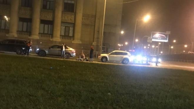 На Малоохтинском столкнулись автобус и мотоцикл