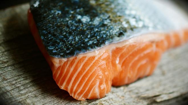 В Московском районе неизвестный угнал фуру с 19 тоннами атлантического лосося