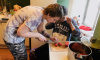 Петербурженка открылапространство, где любой нуждающийся может получить одежду и еду