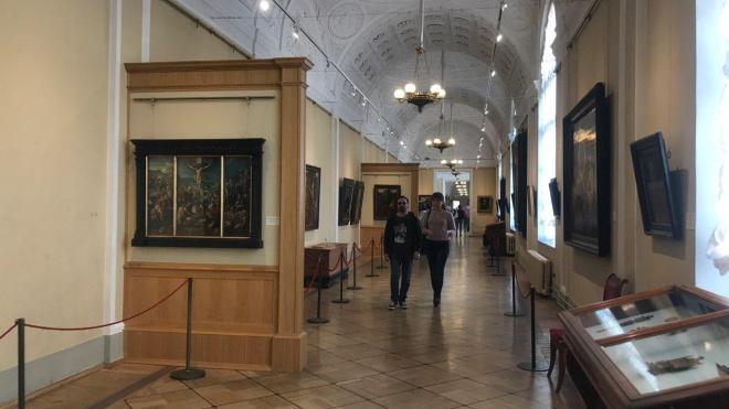 В Павильонном зале Малого Эрмитажа покажут обновленные стенные фонтаны