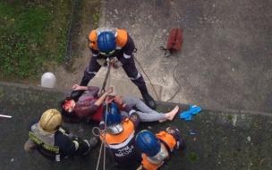17-летняя девушка упала с 12 этажа на Богатырском: подробности