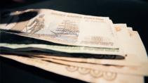 Петербургским льготникам выплатили по 2000 рублей