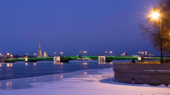 В честь Дня святого Патрика изменит подсветку Дворцовый мост