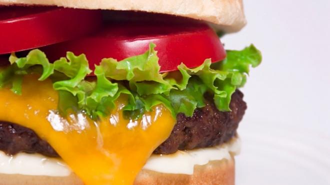 После бурного секса американка спьяну натянула на ногу чизбургер