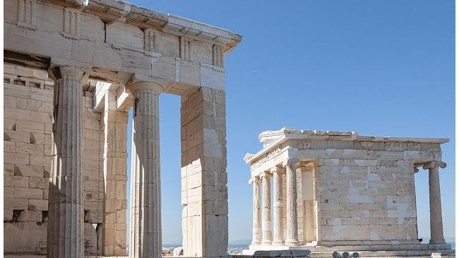 Греция отменяет семидневный карантин для туристов из России