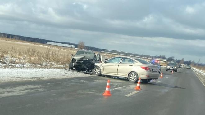 """Автоледи на """"Рено"""" погибла в ДТП со встречной машиной на Ям-Ижорском шоссе"""