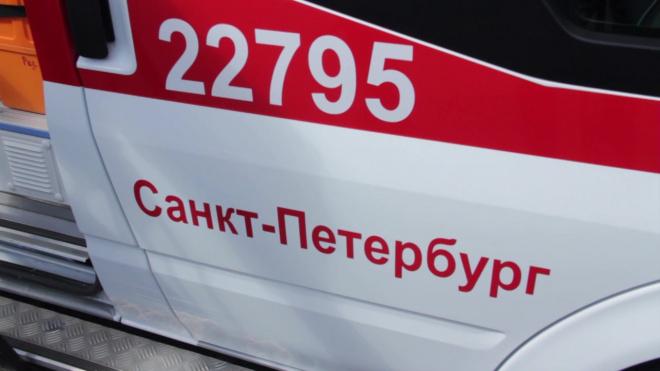 На Ленинском женщина нашла у парадной лежащего в крови мужа